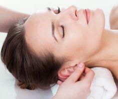 Auriculoterapia + Aromaterapia de R$107,00 por R$80,00. São 60min de Relaxamento e Reequilíbrio Físico e Energético. O atendimento compõe: - Triagem; - Aplicação de microesferas radiônicas no pavilhão auricular; - Seleção de óleos essenciais para reequilibrar e tratar as principais queixas do cliente através de ambiente aromatizado; - Chá de ervas selecionadas para auxiliar no processo relaxamento e tratamento; - Meditação ao som relaxante.