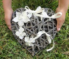 Porte Alliances Coeur de rotin fleur et papillons soie by Zalanya, $35.00