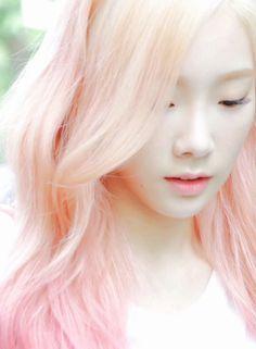 girls generation Taeyeon - pastel peachy pink hair