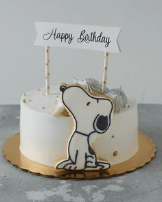 Bolo Snoopy, Snoopy Cake, Small Birthday Cakes, 80 Birthday Cake, Cake Decorating Piping, Creative Cake Decorating, Pretty Cakes, Cute Cakes, Images Snoopy