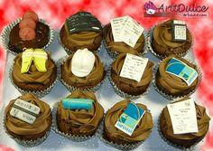 Cupcakes de chocolate con decoraciones en fondant