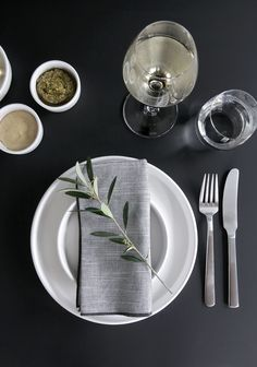 Stylizimo / TABLE SETTING TIP – A TWIG OF OLIVE // #Architecture, #Design, #HomeDecor, #InteriorDesign, #Style