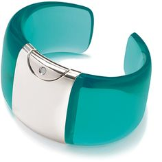 Armida Touch bracelet - fragrance dispenser Aquamarine-ice    @armidatouch  http://www.armidatouch.com/create-bracelet