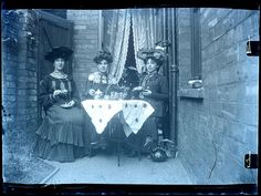 15 Glass Plate Negatives That Show What Edwardian Women Used to Wear in the Vintage Pictures, Vintage Images, Victorian Era, Victorian Terrace, Victorian Women, Edwardian Era, Vintage Photographs, Old Photos, Tea Time