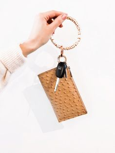 5 things I never leave the house without l Katrina Gwen Rose |  my ShopOventure Key Ring is a life saver and makes the perfect gift for any mom!