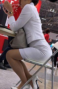 Beautiful Asian Women, Beautiful Legs, Suspender Bumps, Pantyhose Heels, Sexy Hips, Cute Asian Girls, Nice Legs, Hot Outfits, Office Ladies