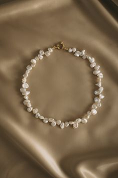 Our fav with Rosalía pearl necklace! How cool she looks? Cute Jewelry, Pearl Jewelry, Beaded Jewelry, Jewelery, Jewelry Accessories, Jewelry Necklaces, Jewelry Design, Beaded Necklace, Beaded Bracelets