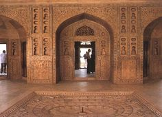 Interior, Agra Fort, Agra, Uttar Pradesh, India. A UNESCO World Heritage site, like its nearby contemporary the Taj Mahal, it is a masterpiece of Mughal architecture.