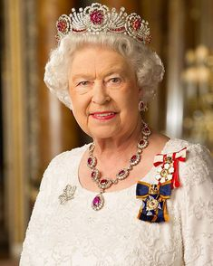Her Majesty The Queen of Canada wearing her Canadian Orders God Save The Queen, Hm The Queen, Royal Queen, Her Majesty The Queen, Royal Crown Jewels, Royal Crowns, Royal Tiaras, Royal Jewelry, Commonwealth