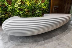 The rounded shape of the reception desk has a calming effect but, simultaneously, gives a distinct impression in the overall perception of the interior.