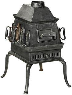 Estufa a carbón en hierro fundido usada en lavandería para Planchas.