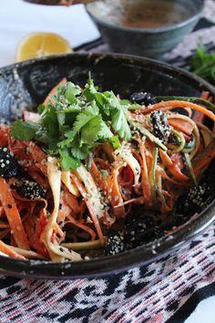 Raw Vegan rainbow noodles with spicy jungle peanut sauce
