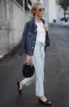 Mary Seng com Jaqueta Jeans e Calça Listrada