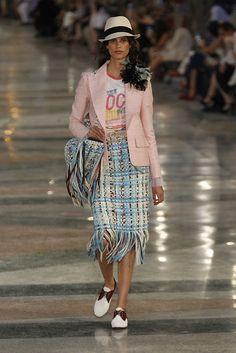 Chanel Cruiser 2017 in Havanna - Pink blazer, Coco shirt and blue skirt