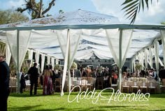 Getting Married in Guatemala with an Expert Wedding Planner. Outdoor Wedding in a Garden with a transparent tent. Estuardo & Denise's Wedding  Wedding Planner: Dream Events Decoration: Addy Florales