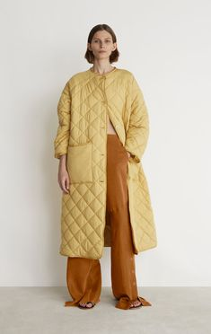 Rodebjer Sandler Coat- Argan Oil – The Frankie Shop Winter Wear, Autumn Winter Fashion, Quilted Jacket Outfit, Coats For Women, Clothes For Women, Oversized Jacket, Down Coat, Outerwear Women, Trench Coats