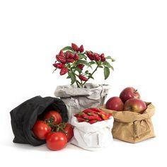 Waschbar, faltbar, krempelbar, pflegeleicht und schön: die Paper Bags von Uashmama! (als Blumenübertöpfe, für Badezimmer-Utensilien, ...)