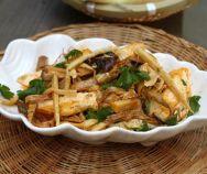 Stir-fried Tofu with Bamboo Shoot Recipe (Đậu Hũ Xào Măng) Tofu Recipes, Sauce Recipes, Asian Recipes, Ethnic Recipes, Easy Vietnamese Recipes, Vietnamese Cuisine, Vegetarian Day, Vegetarian Recipes, Sweet N Sour Sauce Recipe