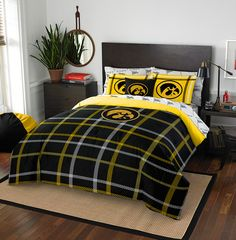 Iowa Hawkeyes NCAA Full Comforter Bed in a Bag (Soft & Cozy) (76in x 86in)