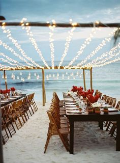 gorgeous beach wedding reception ideas. Me encanto el decorado con luces arriba, hermosisimo.