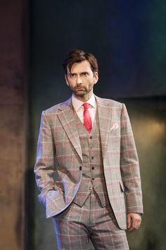Dapper! That man can sure wear a suit! #davidTennant #donJuan