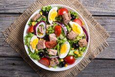 Ezeket tedd bele a salátádba, ha fogyni szeretnél Tuna Salad, Egg Salad, Cobb Salad, Nutella, Runny Eggs, Cold Dishes, Protein Pack, Cherry Tomatoes, Spinach
