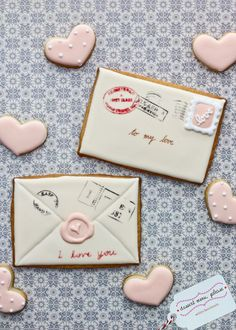 Cute Valentine's day letter cookies. I absolutely LOVE the way the icing is layered to make it look like there's a wax seal on the envelope.