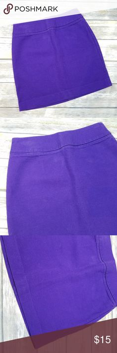 "BANANA REPUBLIC Purple Denim Pencil Skirt Women's Banana Republic Purple Denim Pencil Skirt No pockets Pre-owned in good condition. No stains, rips or holes.   Tag Size: 4 waist: 28"" overall length: 17"" A7-20 *all measurements are approximate and taken with the item laying flat. Banana Republic Skirts Pencil"