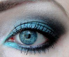 Kürzlich habe ich einer Leserin von meinen persönlichen Lidschattenfarben des Grauens erzählt. Darunter fällt Rosa, Pink, Orange, Gelb und in der Tat Blau. Daraufhin habe ich mir vorgenommen genau diese Farben in den nächsten Wochen zu verwenden. Denn, so seltsam es auch sein mag, all diese Lidschattenfarben habe ich tatsächlich... a href=http://www.kosmetik-vegan.de/erbse/augen-make-up-01122010/Read More /a