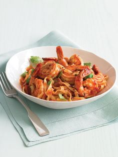 Linguine With Spicy Shrimp in 20 minutes. Crushed red pepper flakes add a spicy kick to this pasta dish with dried chorizo sausage and succulent shrimp.---minus the pork. Spicy Shrimp Recipes, Fish Recipes, Seafood Recipes, Pasta Recipes, Dinner Recipes, Cooking Recipes, Healthy Recipes, Dinner Ideas, Cooking Ideas