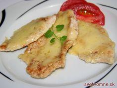 Rýchly a na prípravu nenáročný recept na jemné kuracie mäsko so smotanou a syrom. Vhodnou prílohou môže byť ryža, zemiaky na akýkoľvek spôsob a zelenina.