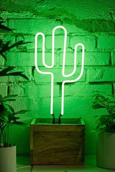 Neon Mfg. Cactus Table Lamp