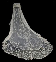 By golly I will have a cathedral style veil! Vintage Veils, Vintage Lace, Cathedral Wedding Veils, Fru Fru, Linens And Lace, Wedding Attire, Wedding Hair, Bridal Hair, Wedding Gowns