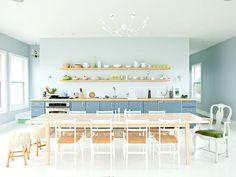 Cozinha com mesa de jantar