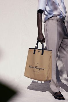 ***SACS : ***RESORT 2021 - Salvatore Ferragamo*** Salvatore Ferragamo, Fashion Show, Mens Fashion, Fashion Trends, Stylish Handbags, Mannequins, Vogue Paris, Designer Collection, Fashion Forward