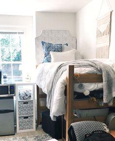 Adorable Dorm Room Design Ideas On A Budget - College dorm room - College Bedroom Decor, Cool Dorm Rooms, College Dorm Decorations, College Dorm Rooms, College Life, Girl College Dorms, Dorm Hacks, Dorm Tips, Dorm Room Designs