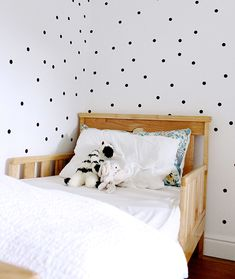 Bedroom with Polka Dots, Remodelista chambre enfant decoration murale