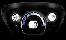 Ciepłe I przytulne wnętrze Citroën C-Zero jest zaprojektowane do codziennego użytku. Nie będziecie mogli oderwać wzroku od deski rozdzielczej. Prędkość, stan baterii, komputer pokładowy, wszystko pokazane na cyfrowym wyświetlaczu. W centrum informacji znajduje się wskaźnik konsumpcji oraz odzyskiwania energii w trakcie jazdy.  Dowiedz się więcej na oficjalnej stronie tego modelu: http://www.citroen.pl/home/#/citroen-c-zero/