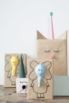 Dit is een leuk inpak idee voor kindercadeau. Hierdoor is de het een cadeau ookal aantrekkelijk vanaf de buitenkant #giftswrappingbag