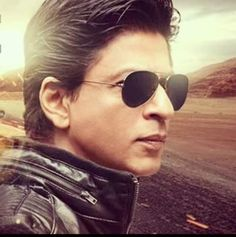SRK Bollywood Stars, Indian Celebrities, Bollywood Celebrities, India Actor, Best Hero, Sr K, Star Wars, King Of Hearts, Shahrukh Khan