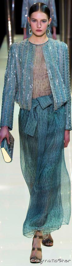 Spring 2015 Couture Armani Privé by margret High Fashion, Fashion Show, Womens Fashion, Giorgio Armani, Glamour, Style Haute Couture, Collection Couture, Fashion Details, Fashion Design