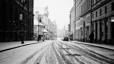 Stream Chor by YGaddy from desktop or your mobile device Black And White Wallpaper, Black N White Images, Snow Movie, Bicycle Wallpaper, Perspective, Road Pictures, City Road, Winter Wallpaper, London Skyline
