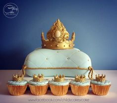Crown pillow cake by #CakeyCake