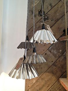 Kitchen Utensils to Upcycle into a DIY Lamp: From grater pendant lamps to meat grinder table lamps, there?s something cool for every lamp lover out there in today?s inspirational post where we look at kitchen utensils to upcycle into a DIY lamp. Industrial Lighting, Kitchen Lighting, Diy Luz, Deco Cafe, Luminaire Original, Diy Kitchen, Kitchen Utensils, Kitchen Tables, Lamp Shades