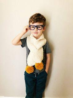 Knitting For Kids, Baby Knitting Patterns, Crochet For Kids, Hand Knitting, Crochet Wrap Pattern, Knit Crochet, Pompom Scarf, Hand Knit Scarf, How To Purl Knit