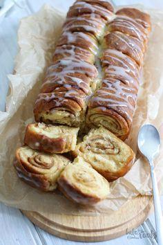 Cinnamon buns bread Bake to the roots - Cinnamon roll bread - Brunch Recipes, Sweet Recipes, Dessert Recipes, Easter Recipes, Breakfast Recipes, Cinnamon Roll Bread, Cinnamon Rolls, Baking Buns, Bread Baking
