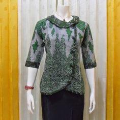 18 Desain Baju Batik Kantor Wanita Elegan Terbaru 0d5ade35ac