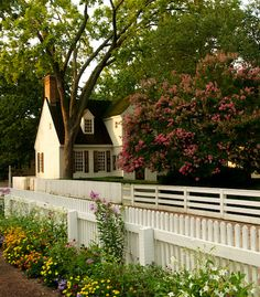 Posts about 365 Things to do in Williamsburg, Virginia written by mrwilliamsburg Colonial Williamsburg Va, Williamsburg Virginia, Colonial Garden, Virginia Is For Lovers, Colonial America, Historic Homes, Backyard Landscaping, Beautiful Places, Exterior