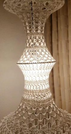 Macrame Wall Hanging Patterns, Macrame Art, Macrame Design, Macrame Patterns, Lampe Crochet, Crochet Plant Hanger, I Love Lamp, Retro Lamp, Natural Candles