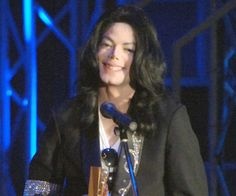 Pin for Later: Remembering Michael Jackson, 6 Years Later  Michael won the Legend Award at the Japan MTV VMAs in 2006.